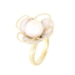 Anello fiore con perla di fiume in oro 14kt.Wedding collection.Designer Gabriela Rigamonti