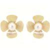 Orecchini perla fiume in oro 14kt con effetto satinato.Designer Gabriela Rigamonti