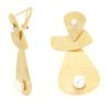 Orecchini oro perla fiume in oro 14kt con effetto satinato.Designer Gabriela Rigamonti