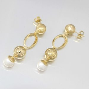 14kt yellow gold earrings with natural fresh water pearls
