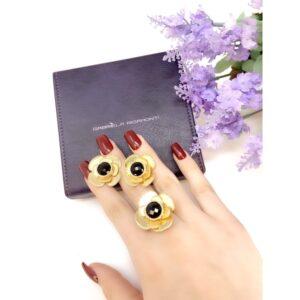 Orecchini Oro Giallo con onice nero.Disponibile anche in oro 14Kt e 18Kt